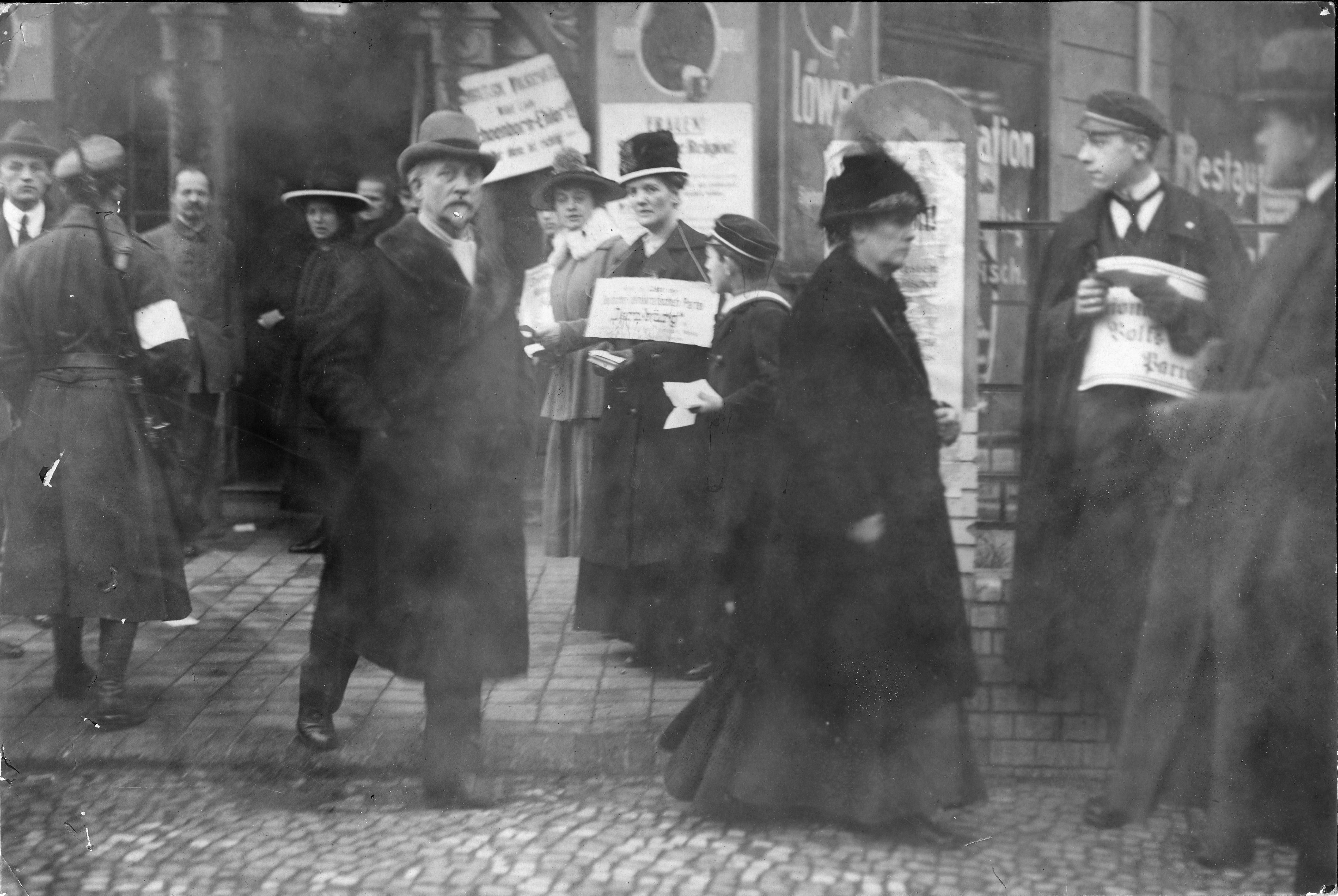 Bundesarchiv Internet - 100 Jahre: Frauenwahlrecht